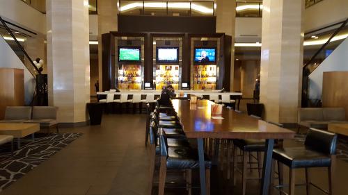 Empty-Bar